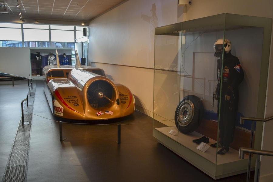 Wallstanding museum showcase