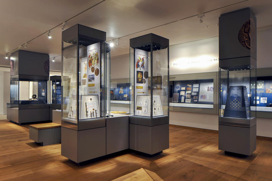 Freestanding museum showcase cabinets